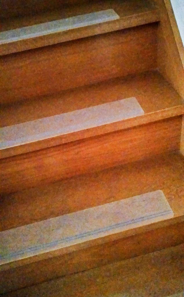 老犬のために階段に滑り止めマットを敷いた 岡崎市の琴教室 三味線教 安城市 豊田市 知立市 刈谷市より便利